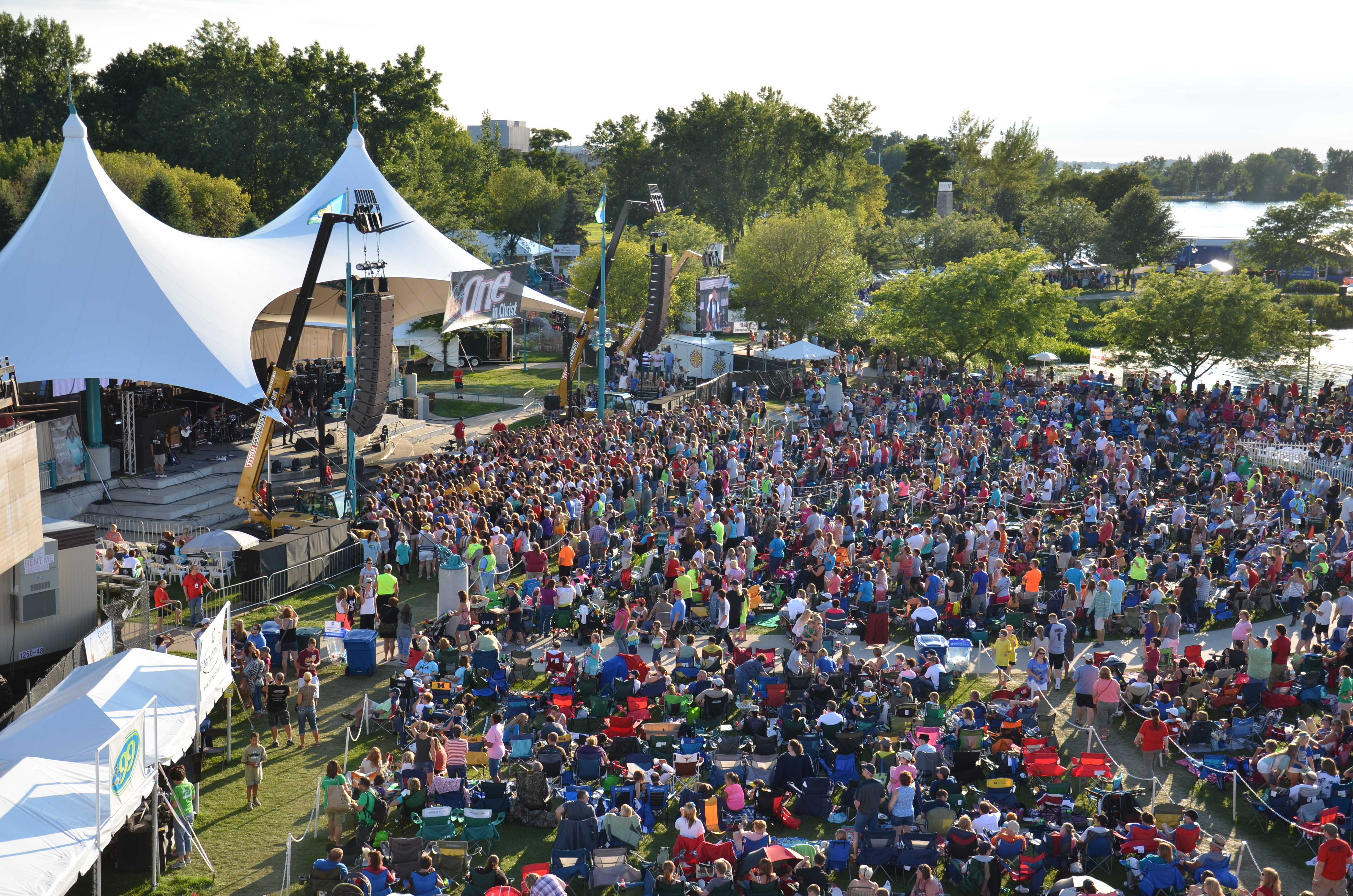Birds eye view of crowd during a concert at Heritage Landing